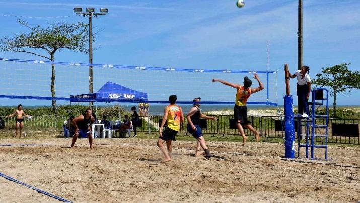 1-3ª-fase-dos-Jogos-Comerciários-do-Paraná-é-realizada-no-Sesc-Caiobá-Volei-de-areia-840x415
