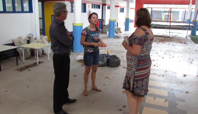 Vice-prefeito Adroaldo e Secretária de Educação Silvana visitam obras na escola Santa Terezinha