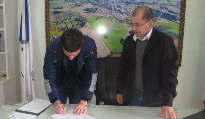 Administração Municipal assina contrato para construção de ponte na Linha Guardinha