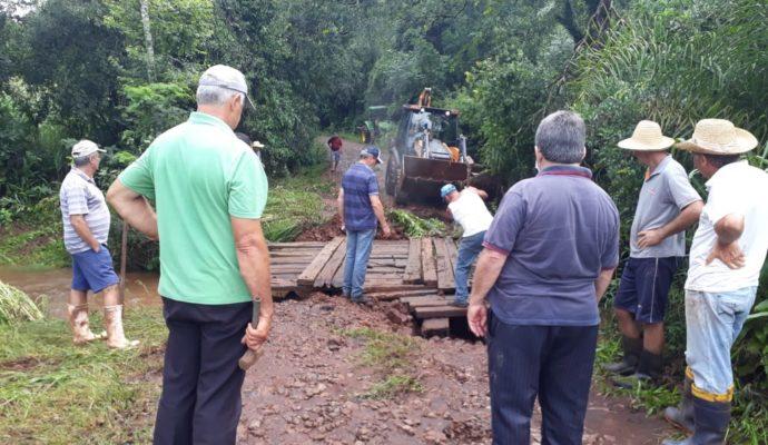 Secretaria de Obras inicia reparos em pontes e estradas
