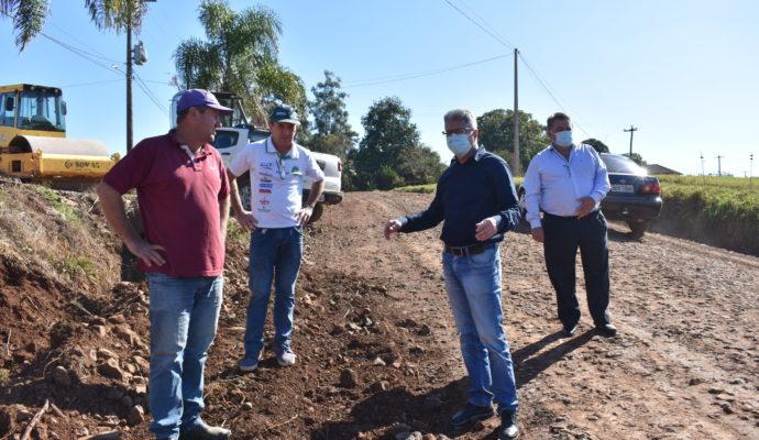 Secretaria de Obras realiza melhorias na estrada que liga Constantina a Engenho Velho