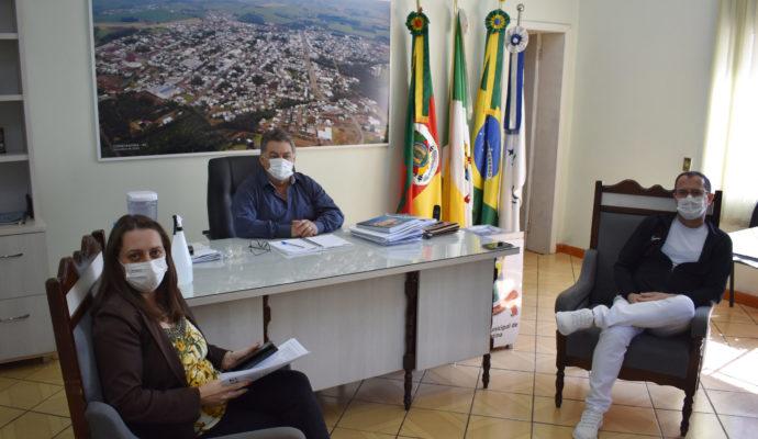 Prefeito Fidel e comissão de turismo debatem rota turística de Constantina
