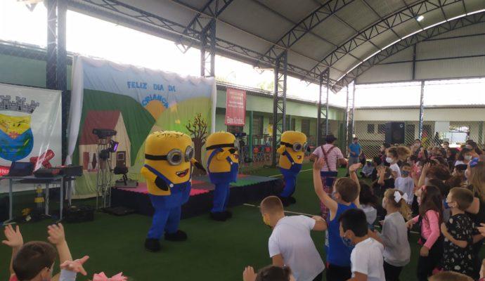Alunos da rede escolar participam de atividade em homenagem ao Dia das Crianças